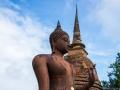 Buddha-Statue und Chedi