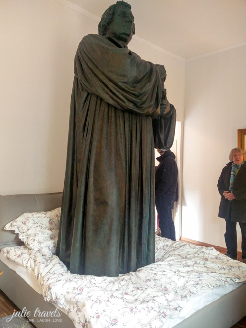 Luther im Bett, Kunstinstallation Eisenach