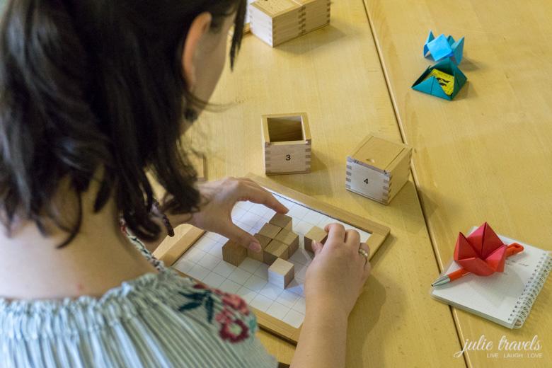 Fröbels erste Spielgaben - ich probiere mich an Bausteinen
