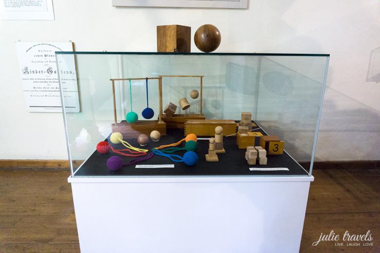 Die ersten Spielgaben Fröbels im Museum in Oberweißbach