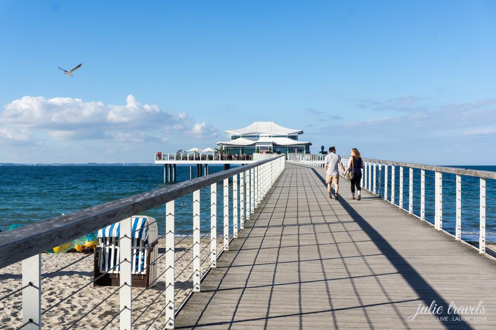 Seebrücke zum Restaurant Wolkenlos